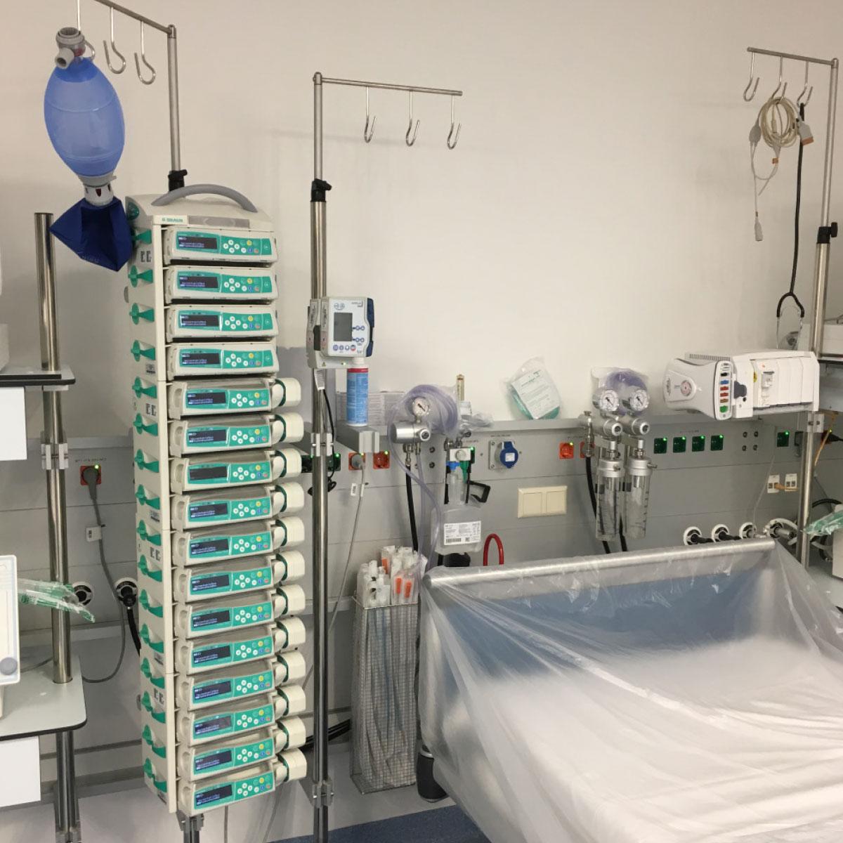 Infusionsgerätehalter bieten Platz für beliebig viele Perfusoren und Infusomaten