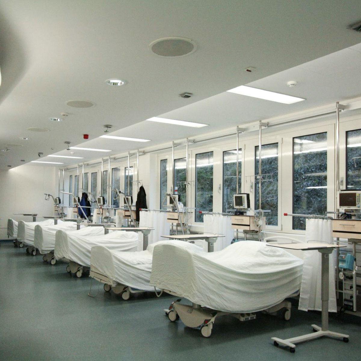 viele Patienten auf engem Raum